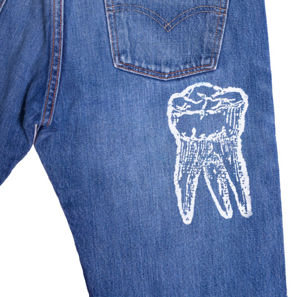 souvenir-machine-blue-jean-dark-back